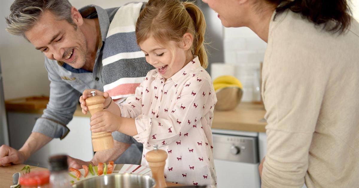 Cuisiner avec des enfants de 5 et 6 ans alimentation pratiques alimentaires - Cuisiner avec son enfant ...