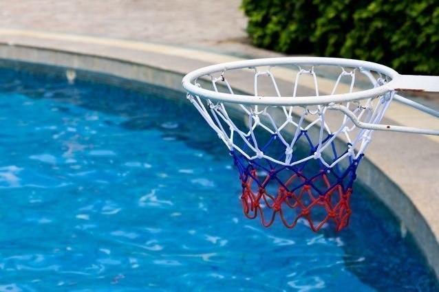 basketball ou waterpolo. Black Bedroom Furniture Sets. Home Design Ideas