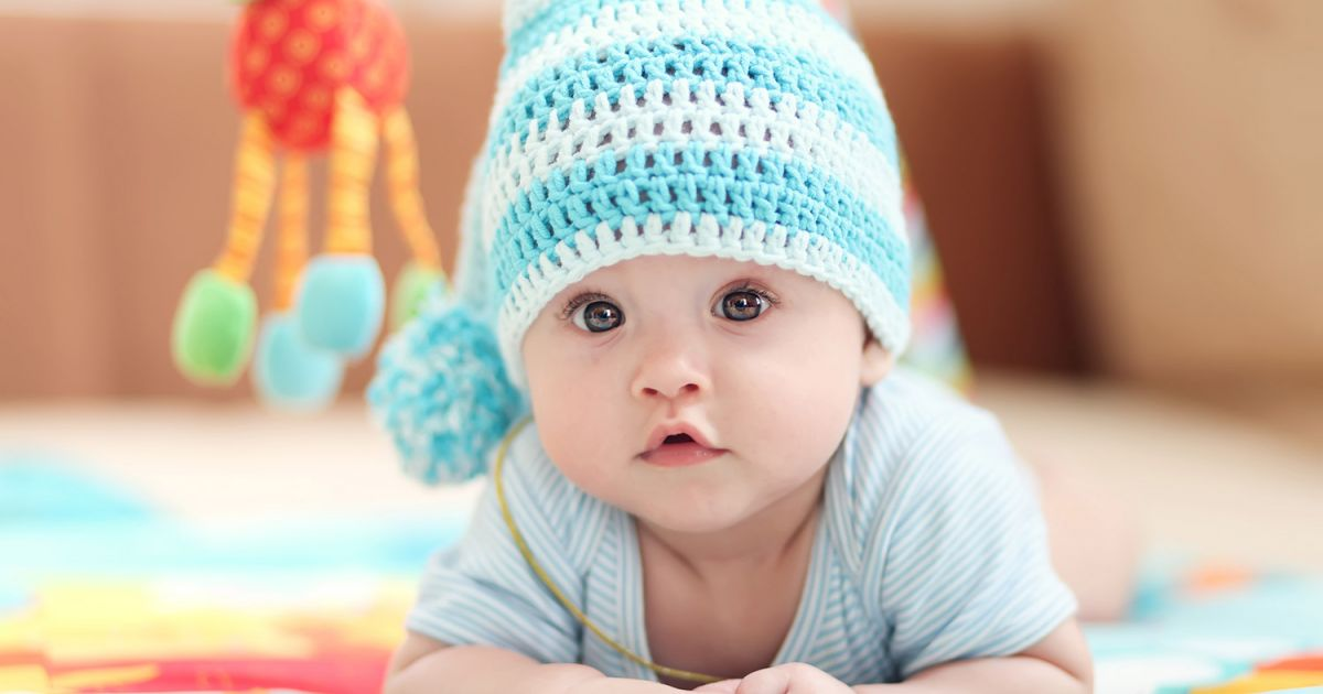 Doit on placer b b sur le ventre pour jouer b b 0 12 mois d veloppement - Peut on coucher bebe sur le ventre ...