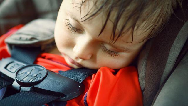 ne laissez jamais un enfant seul en voiture - sécurité - sécurité