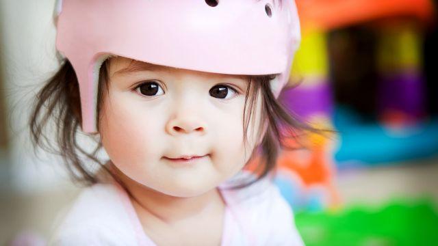 12e1b559ffe2 Encore trop de bébés à la tête plate » selon un article qui traite de la  plagiocéphalie et paru à l automne 2017 dans le journal La Presse.