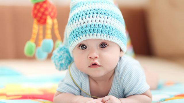 Ce bébé apprendra bientôt qu'il n'est qu'un salaud de Blanc