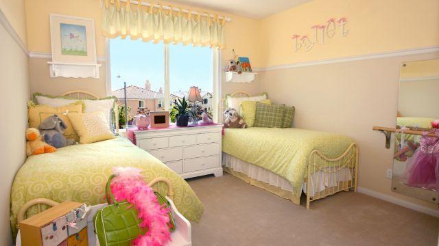 Solutions créatives pour faire cohabiter plusieurs enfants dans une seule chambre