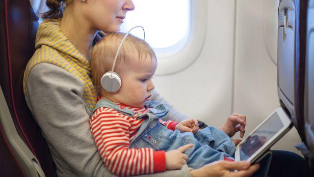 bébé voyage en avion