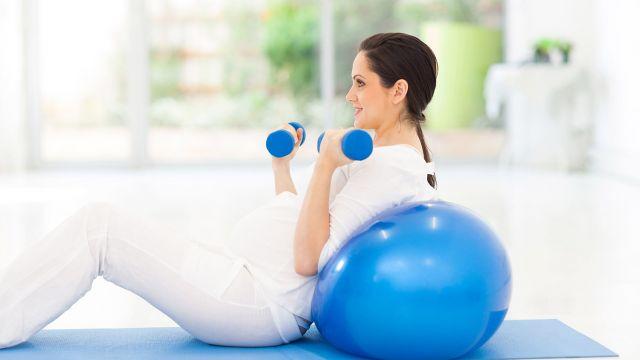 Les femmes enceintes se posent toutes la question pendant leur grossesse    puis-je continuer à faire des exercices abdominaux maintenant que je suis  ... b7adec979cc