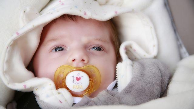 Les bébés ne voient pas parfaitement à la naissance. Ils ne perçoivent pas  les reliefs et ne voient pas très loin. Voici tout ce que vous devez savoir  au ... d7aee48deb0
