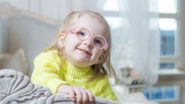 Le verdict de l ophtalmologue vient de tomber   bébé a besoin de lunettes!  Pourquoi  Et comment s assurer qu il les garde alors qu il ne comprend pas  encore ... 121e8224b803