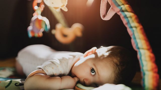 Comment Choisir Un Tapis Déveil Bébé 0 12 Mois éveil Jeux