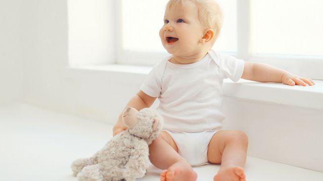 C est une étape que les parents attendent avec impatience, ce moment où  bébé pourra tenir assis tout seul. Voici tout ce qu il y a à comprendre de  cette ... 3e77b4065dd
