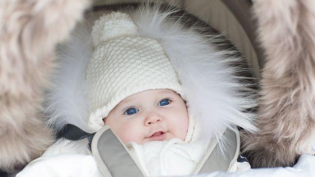90d92e8930253 Premier bébé, premier hiver? Certains parents, inquiets, préfèrent ne pas  courir le risque que leur petit ange ait froid et restent donc à  l'intérieur.